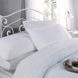 Ritz Dorchester Parure De Lit Avec Housse De Couette et 2 Taies D'Oreiller 100% Satin de Coton 300 Fils Blanc – 200×200 cm